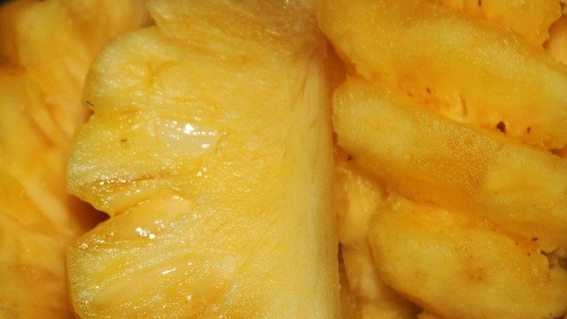 10 Amazing Pineapple Health Benefits and Smoothie Recipes