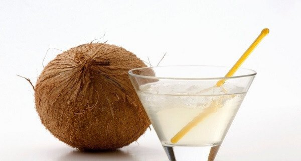 5 Reasons Why Women Should Drink Coconut Water